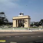 GHANA. SUDANDO ACCRA DE NOCHE