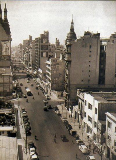 Monserrat._Avenida_Belgrano_esquina_Chacabuco._Foto_de_1958